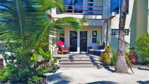 Tres Cocos Resort Office